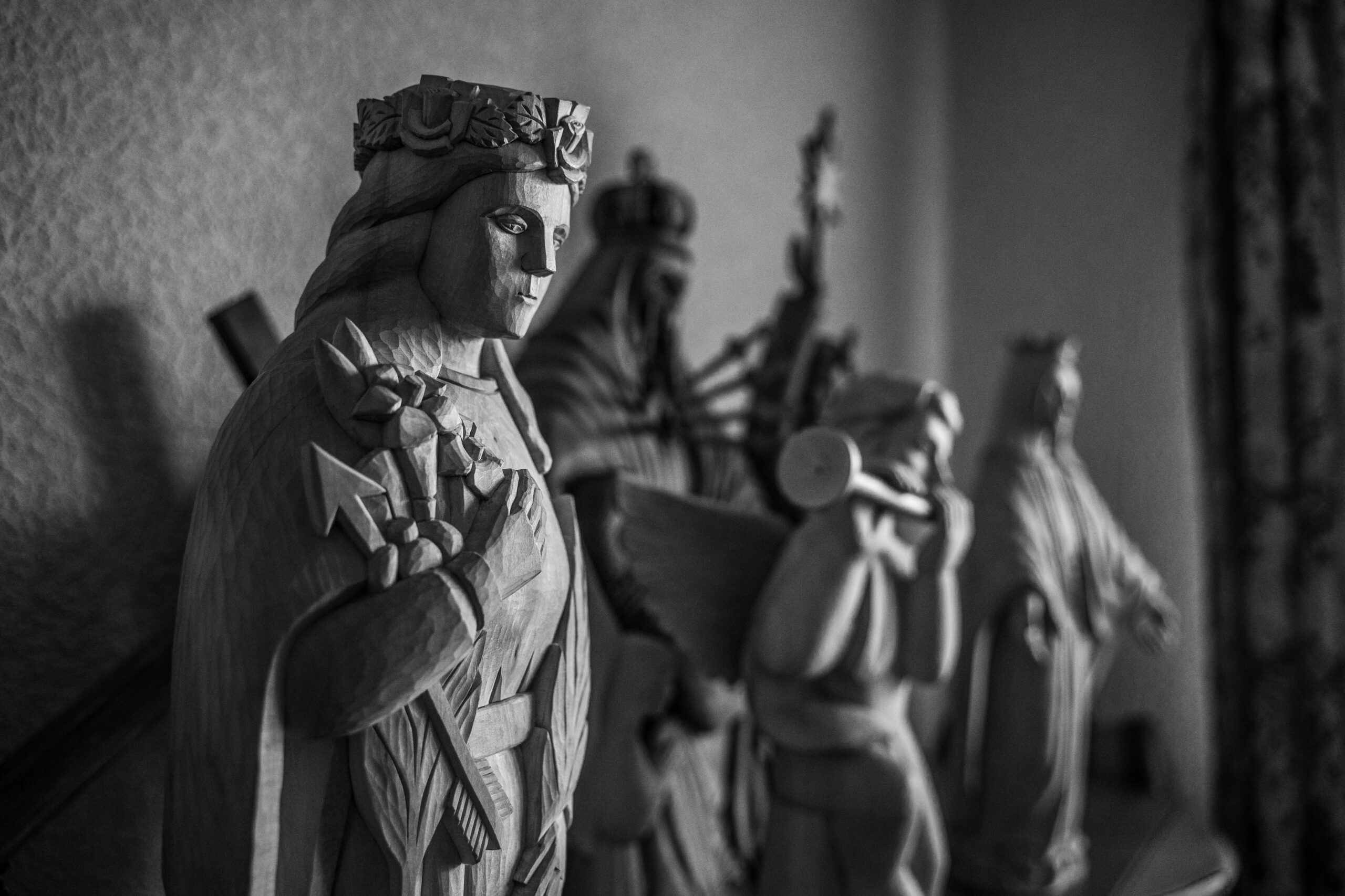 Šventųjų skulptūros.