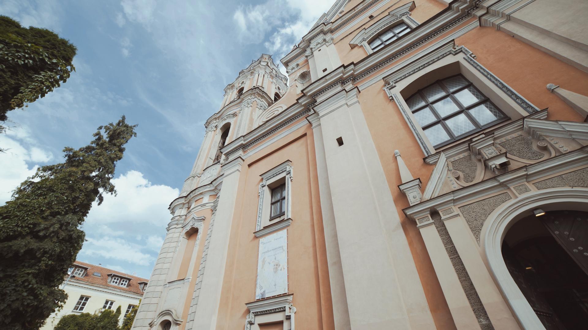 Bažnyčios pastatas.