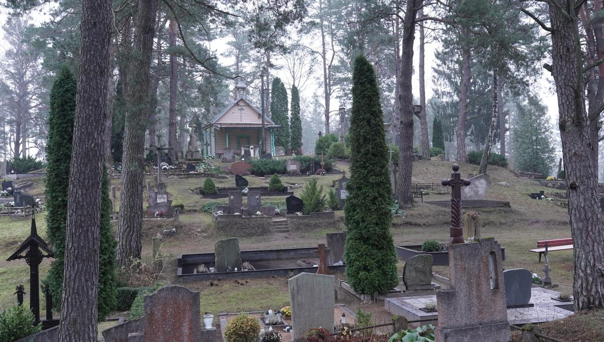 Kapinės ir koplyčia.