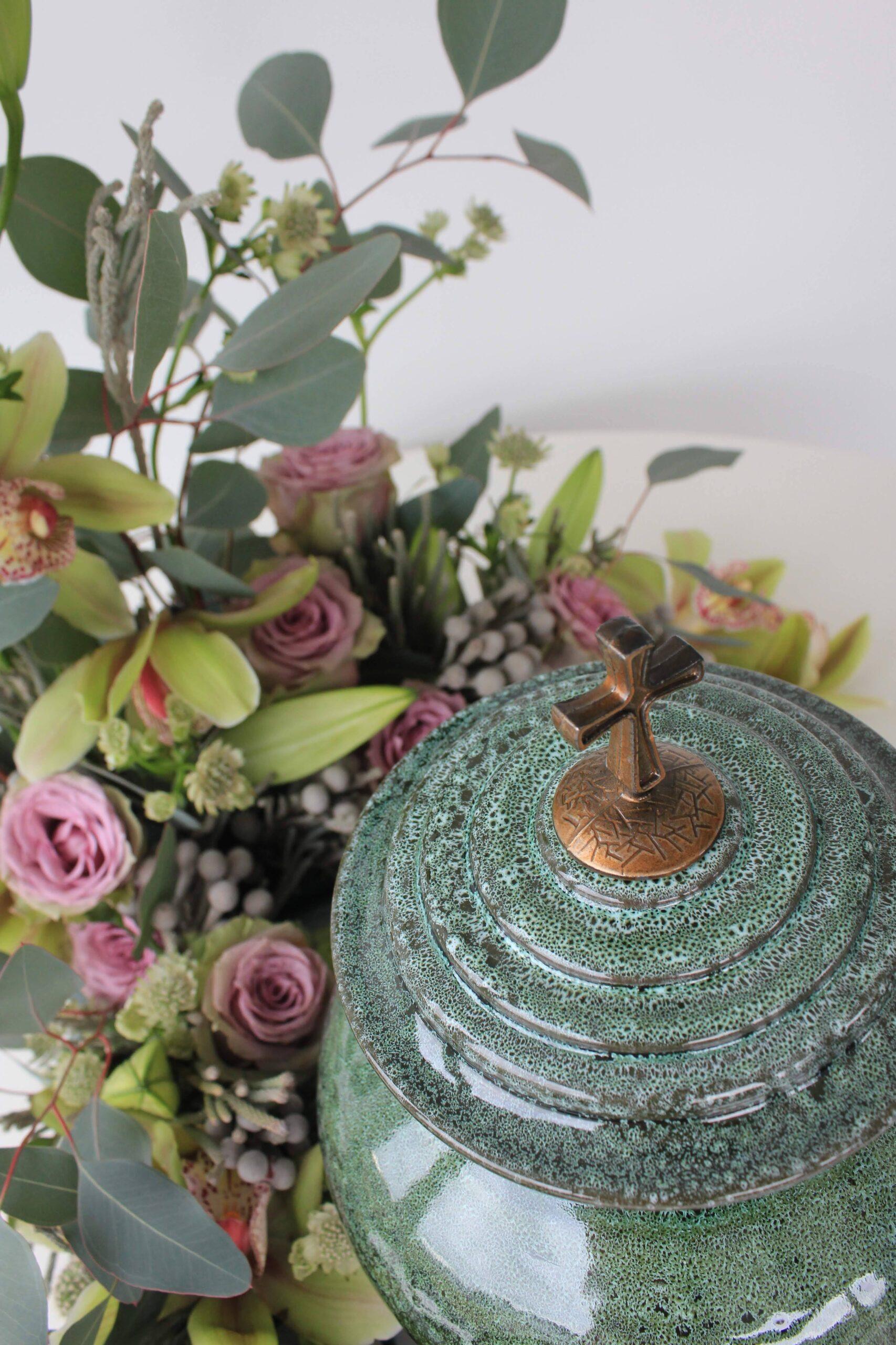 Urna su individualia floristika.