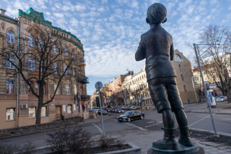 Berniuko skulptūra
