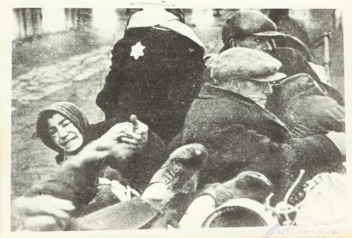 Žydai gatvėje.