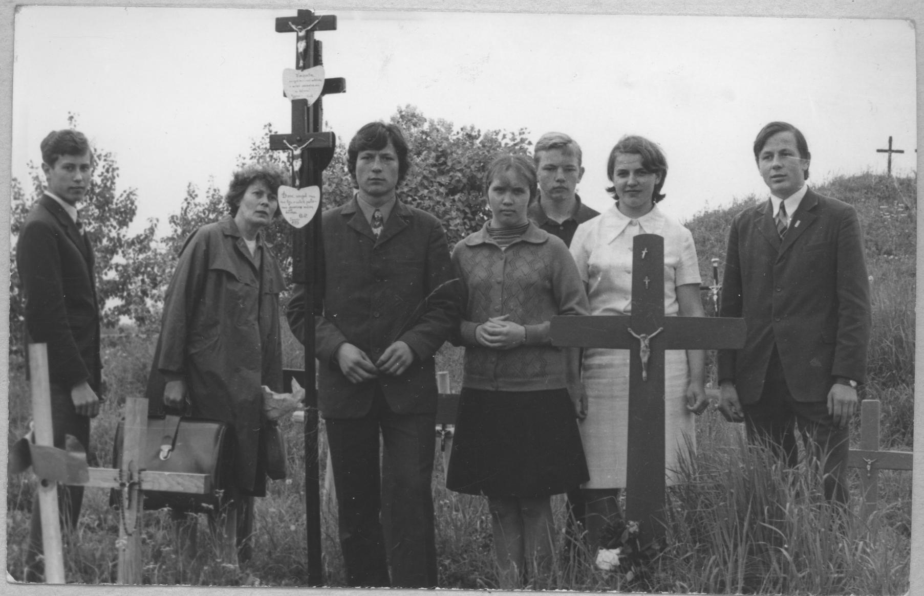 Eucharistijos bičiuliai Kryžių kalne 1974 m.