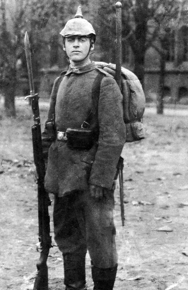 Su kareivio apranga.