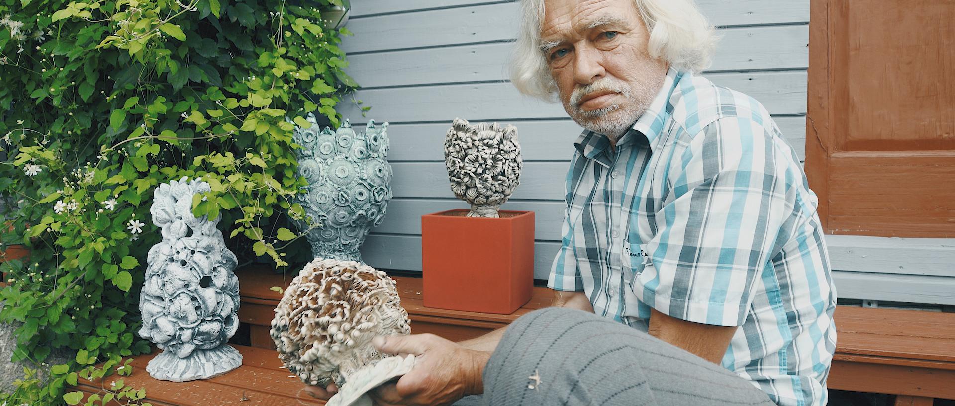 Su keramikos darbais.