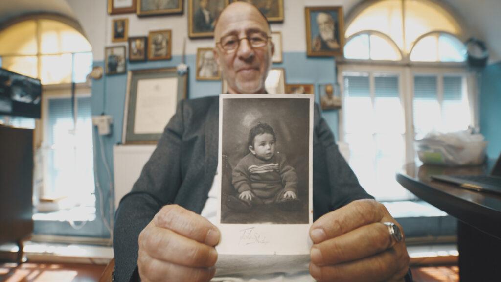 Rodo savo vaikystės nuotrauką.