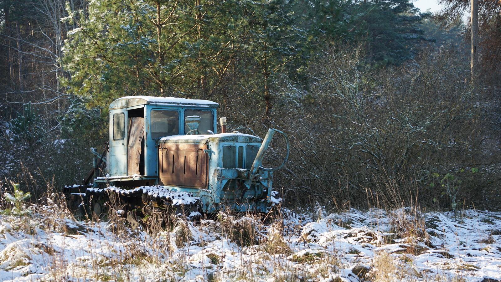 Traktorius laukuose.