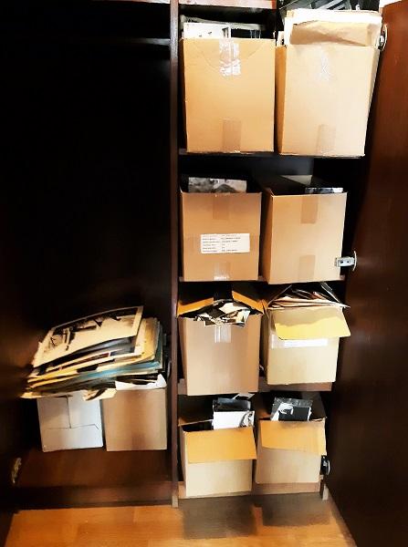 Dėžės su nuotraukomis.