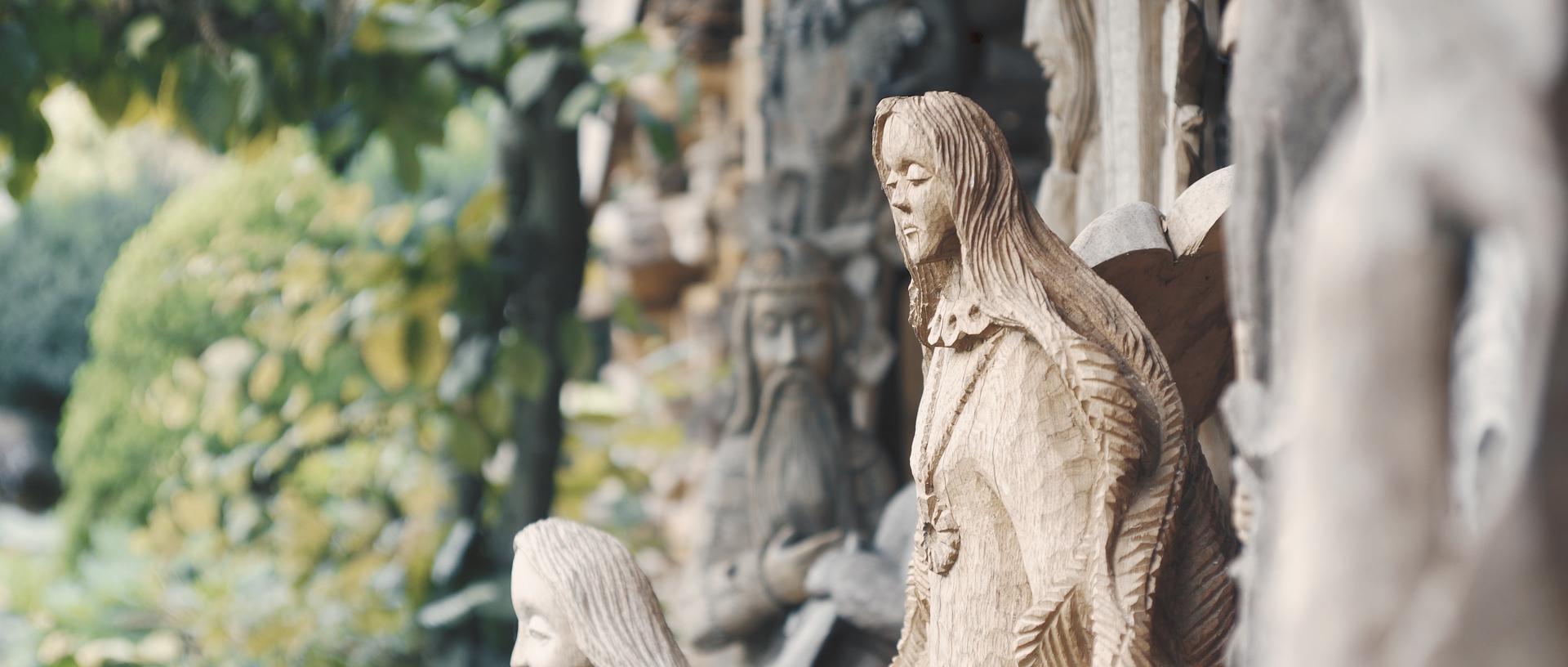 Moters skulptūra.