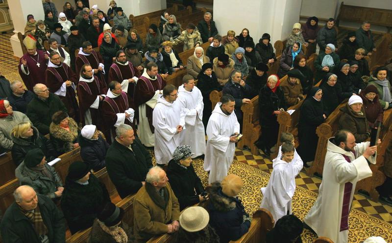 Kretinga, bažnyčios naujojo altoriaus pašventinimas
