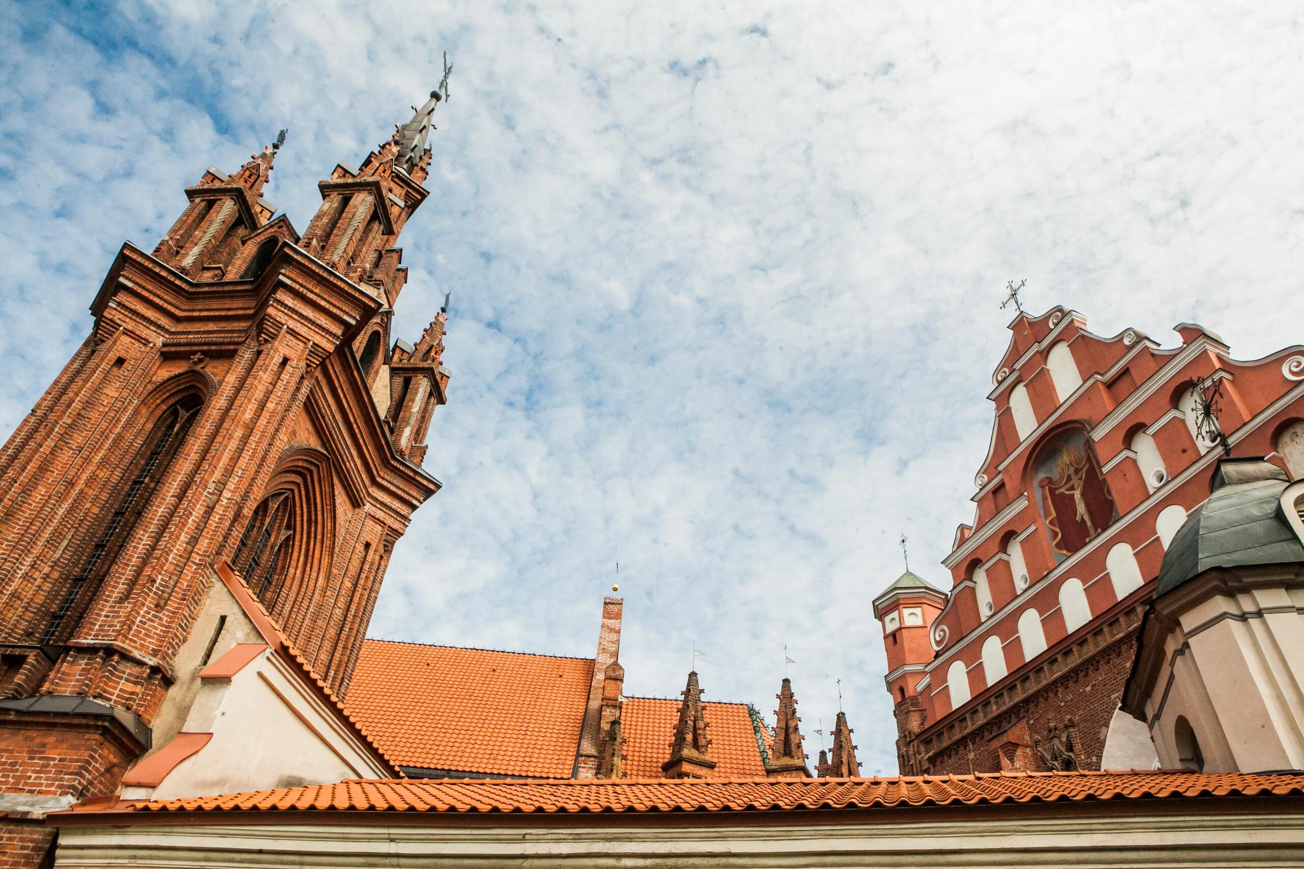 Bažnyčių bokštai.