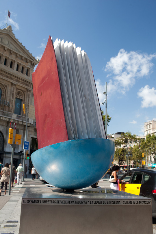 paminklas knygai Barselonoje