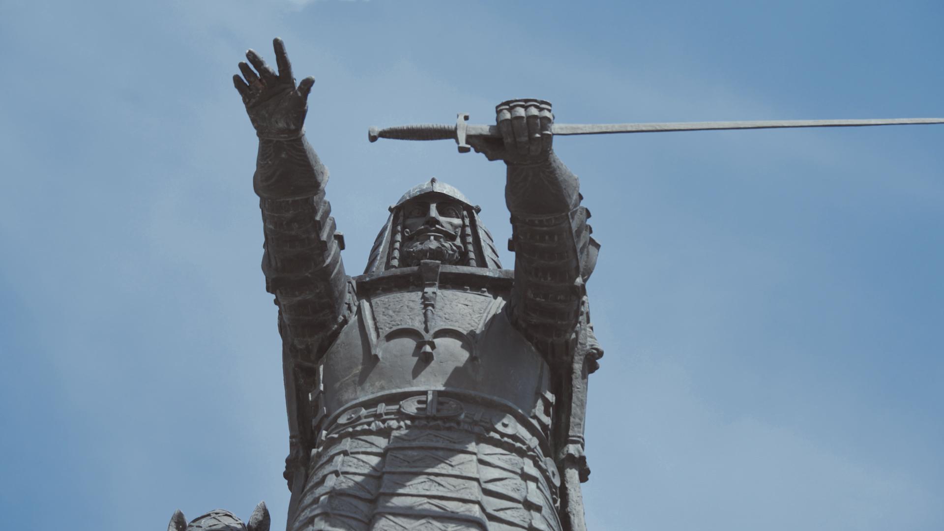 Gediminas su kardu rankoje.