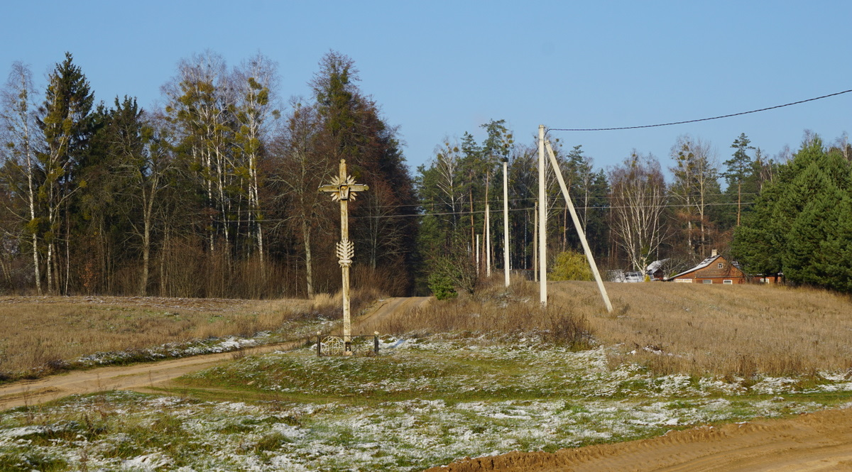 Kryžius laukuose.