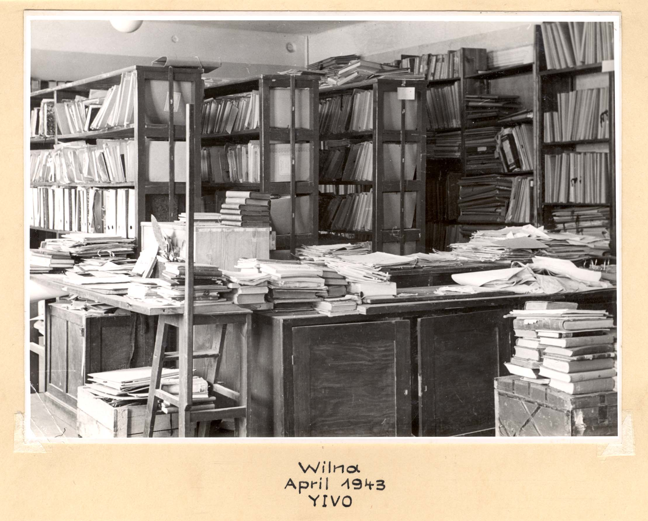 Dokumentų lentynos.