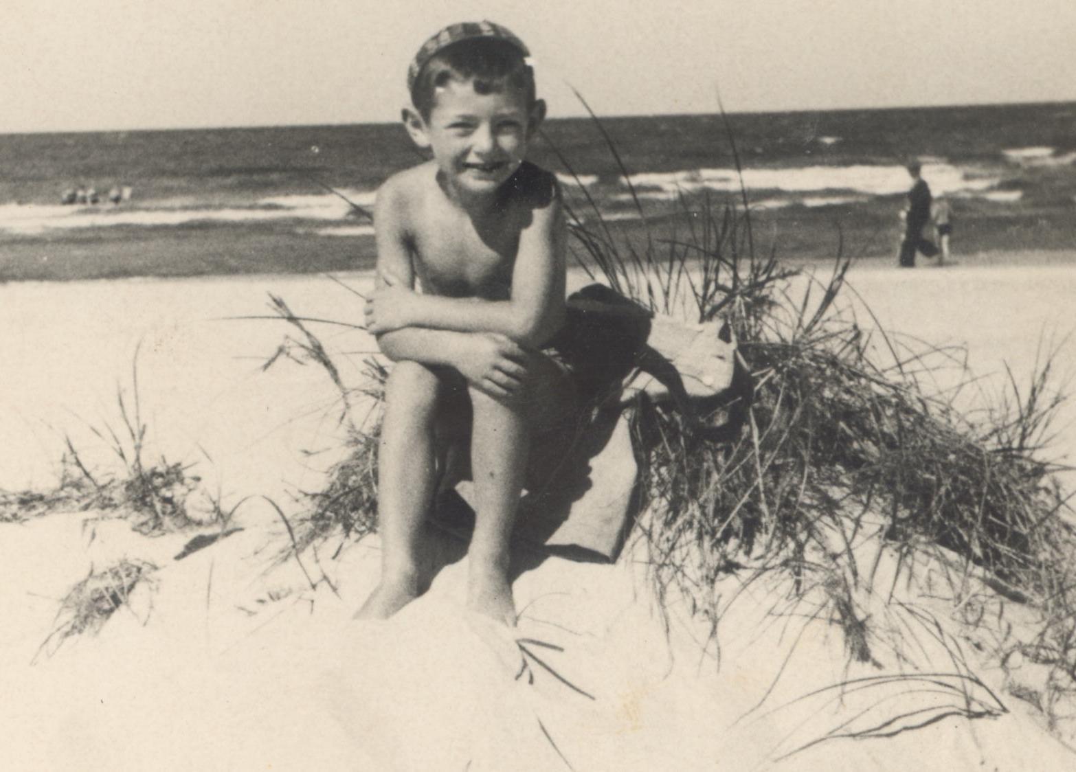 Vaikas prie jūros.