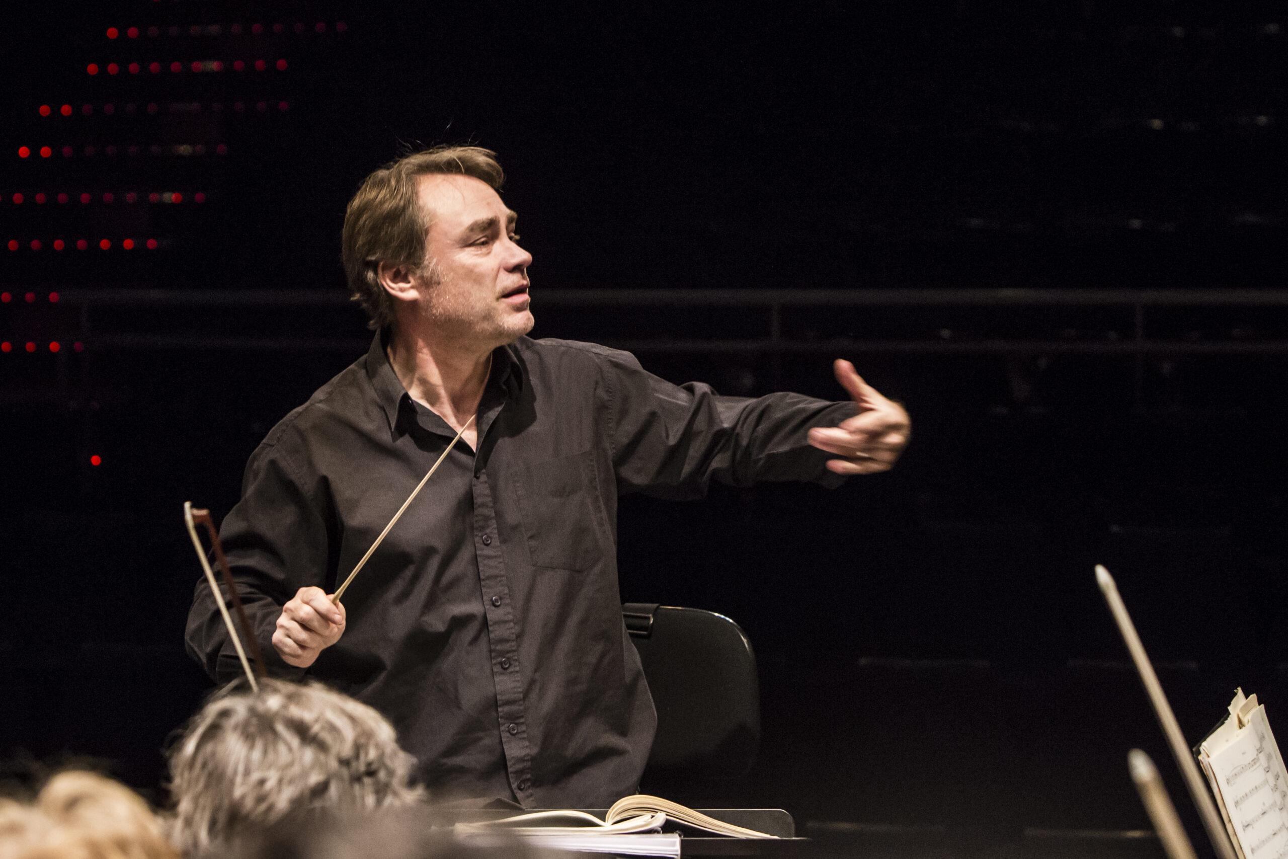 Dirigentas O. Holt