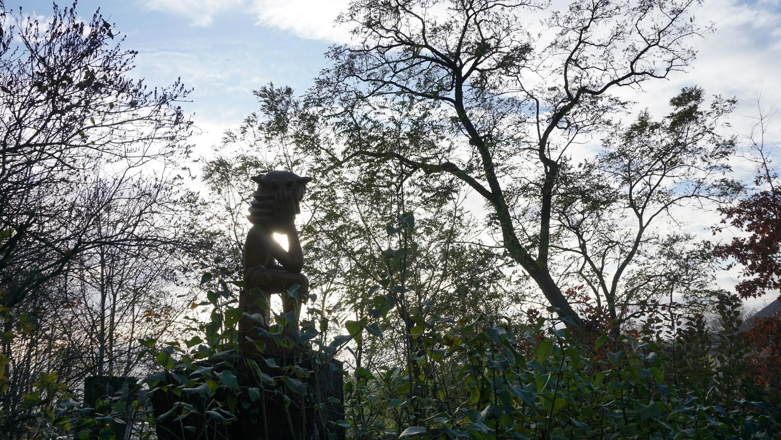 Skulptūra lauke.