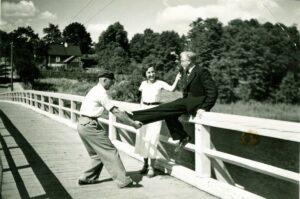Studentas P. Bluzmanas su klasės draugais 1936 m. vasarą Zarasuose.