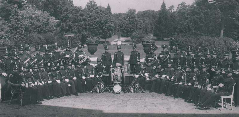 Lietuvos policijos orkestras šiaurinėje Tiškevičių rūmų pusėje 1937-1939 m.
