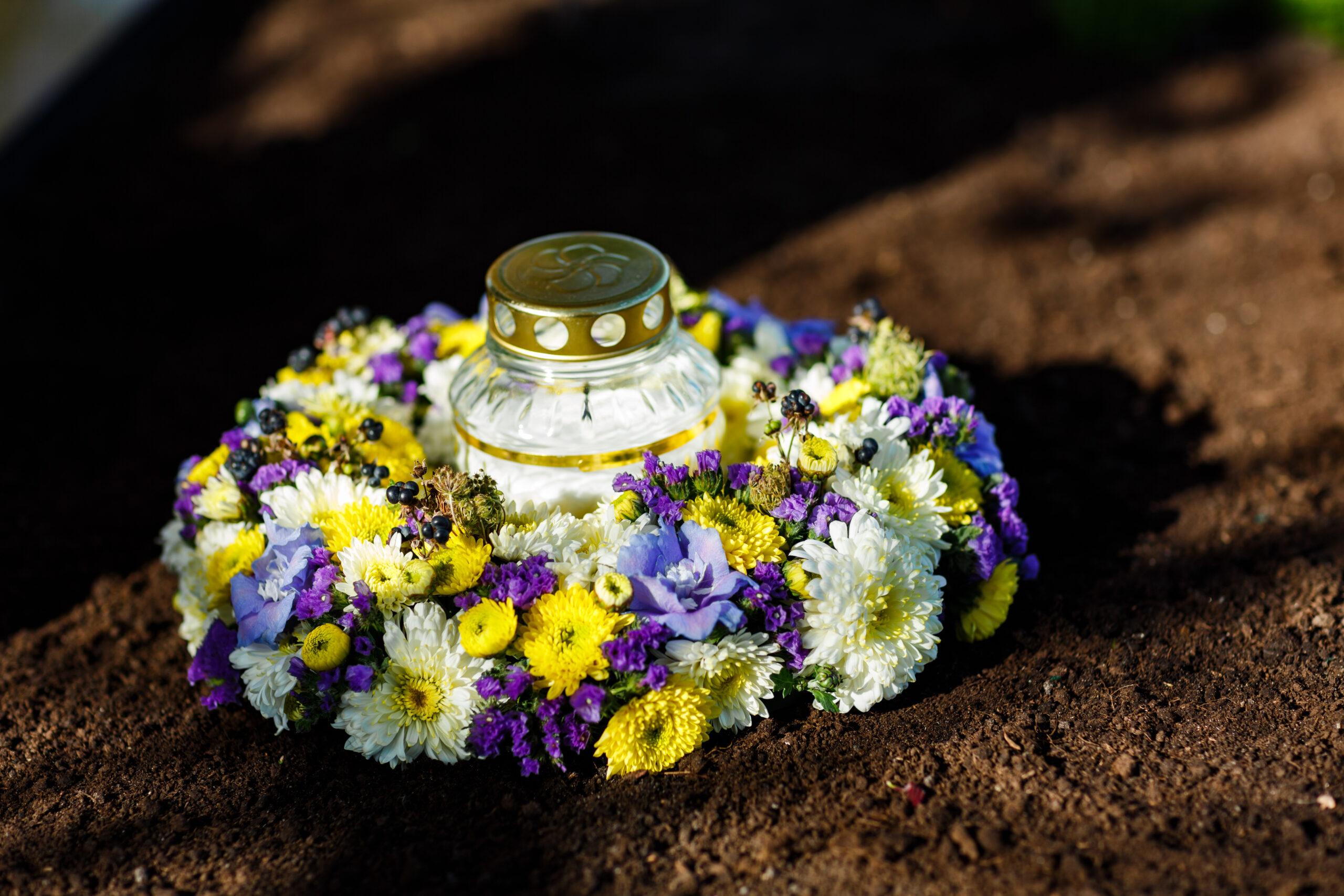 Sausų gėlių su žvake vainikas