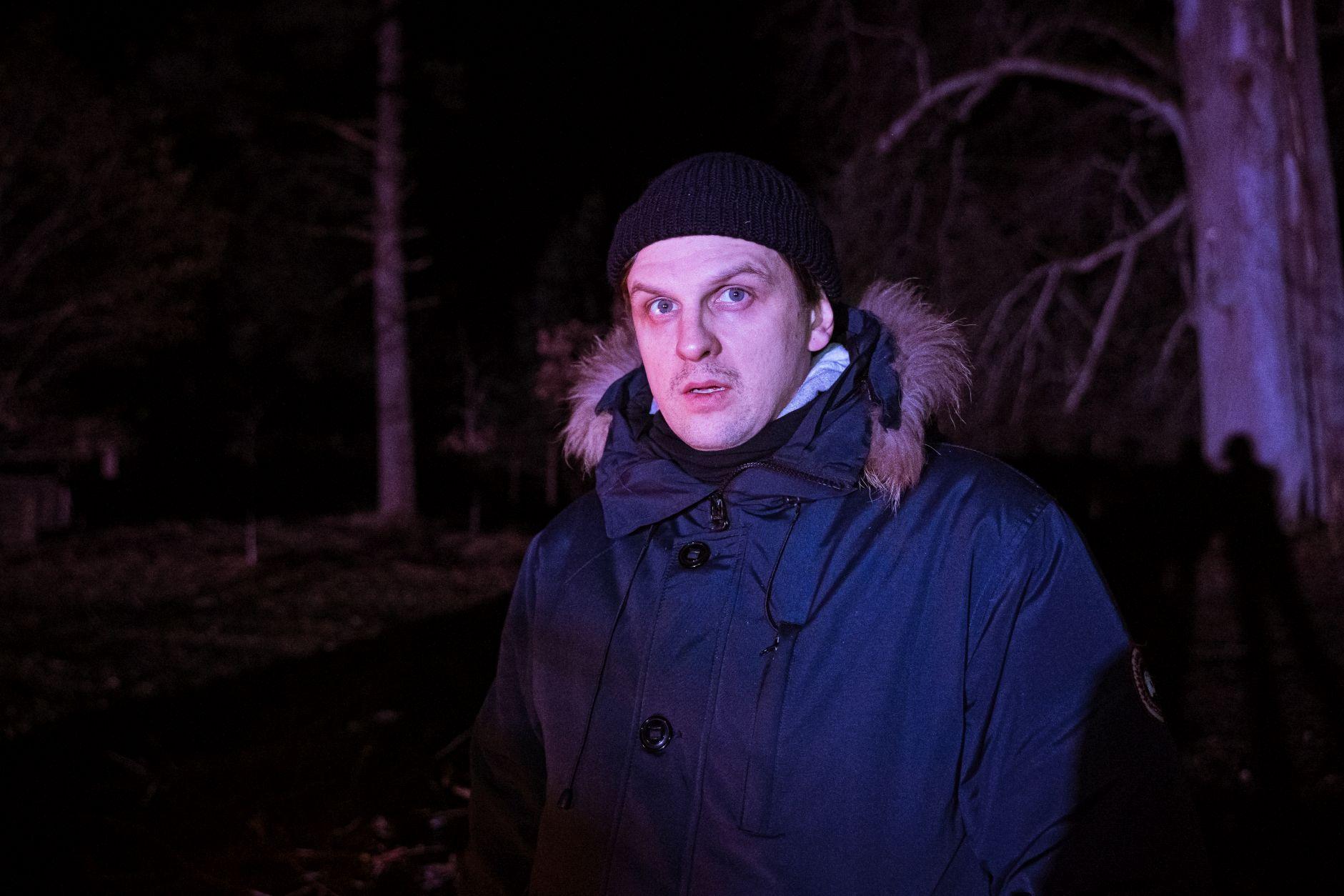 Stovi miške naktį.