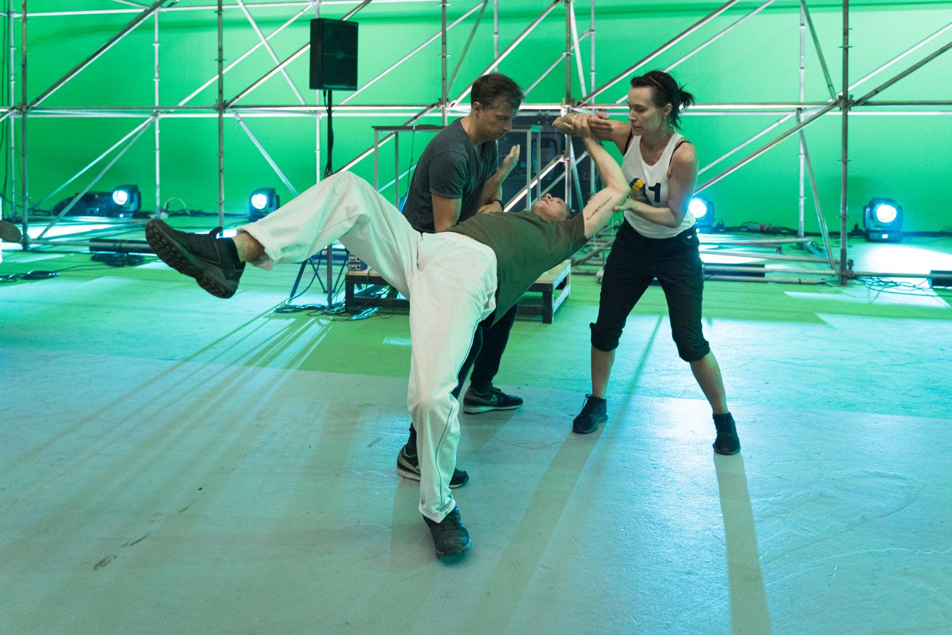 Aktoriai treniruojasi.