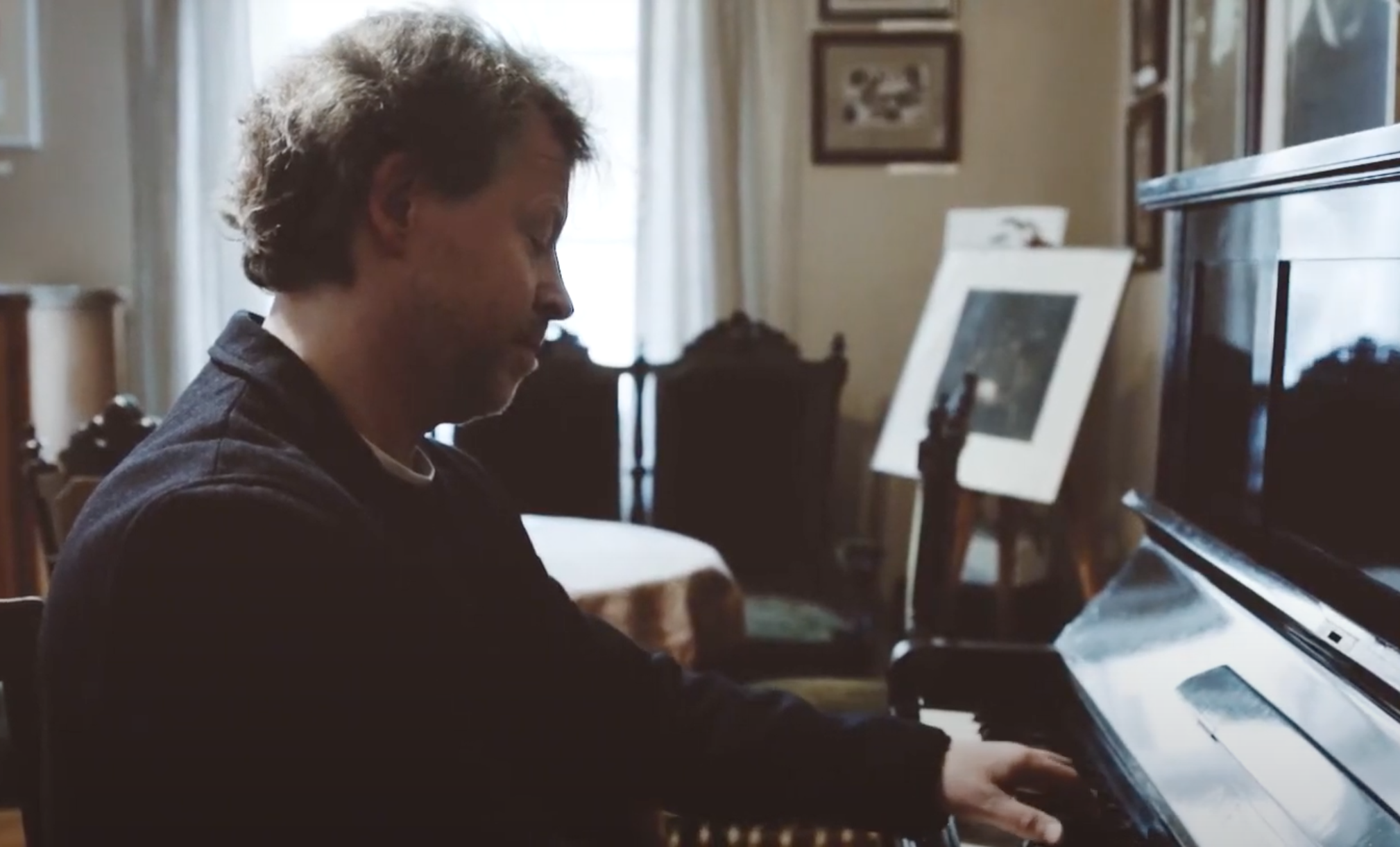 Skambina fortepijonu.