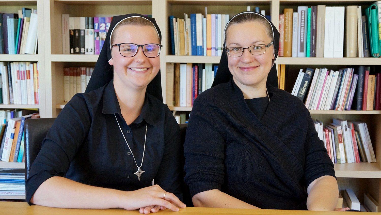 Seserys Adelė Pilipavičiūtė ir Rima Malickaitė.