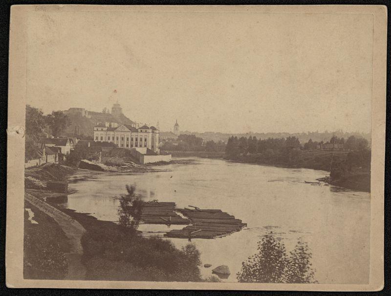 Neries upė ir Vilniaus senamiesčio panorama.