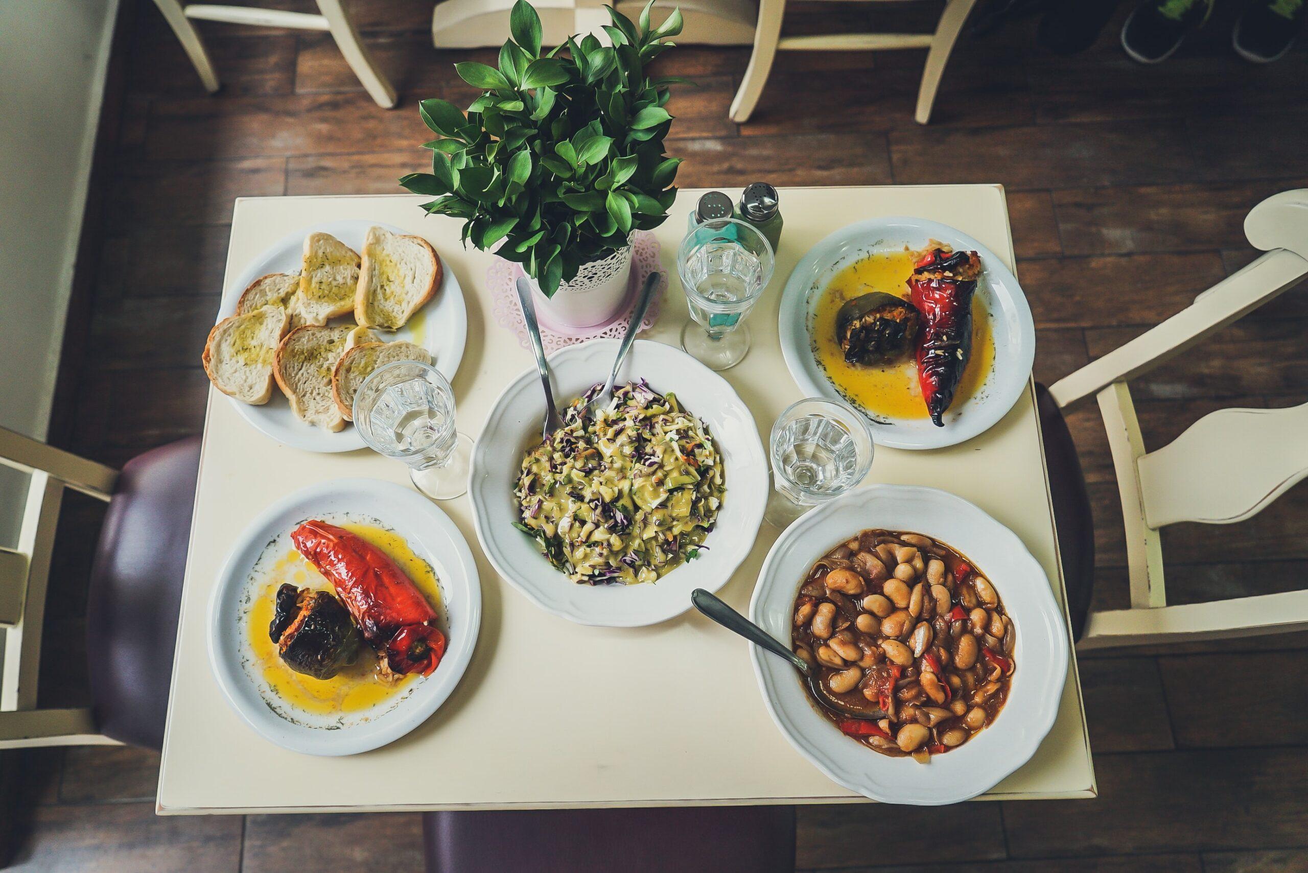 Valgių stalas.
