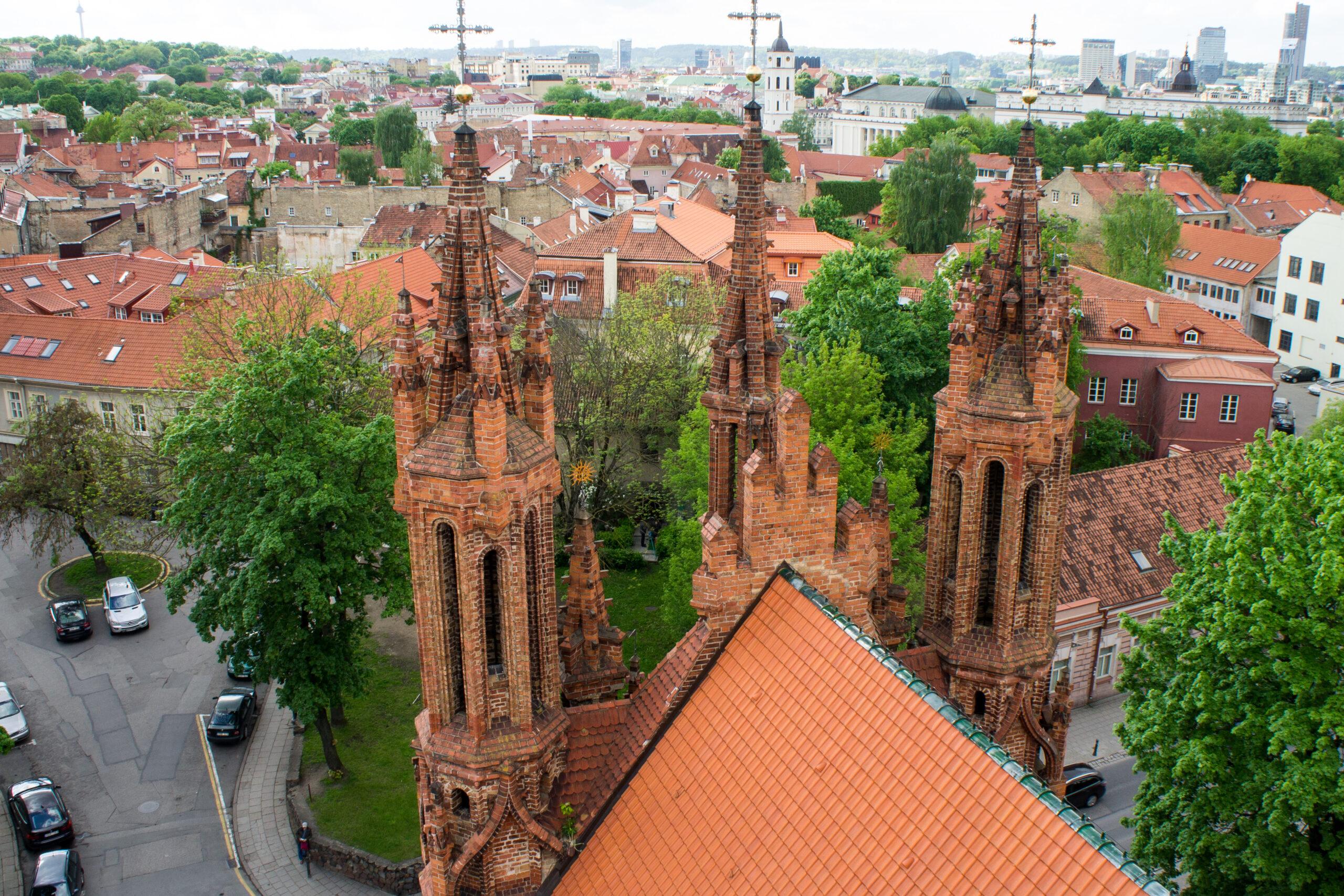 Šv. Onos bažnyčios bokštai.