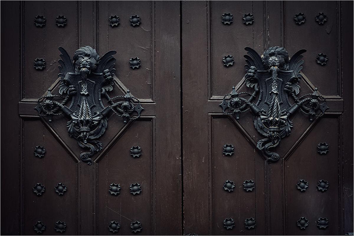 Durys su beldiku.