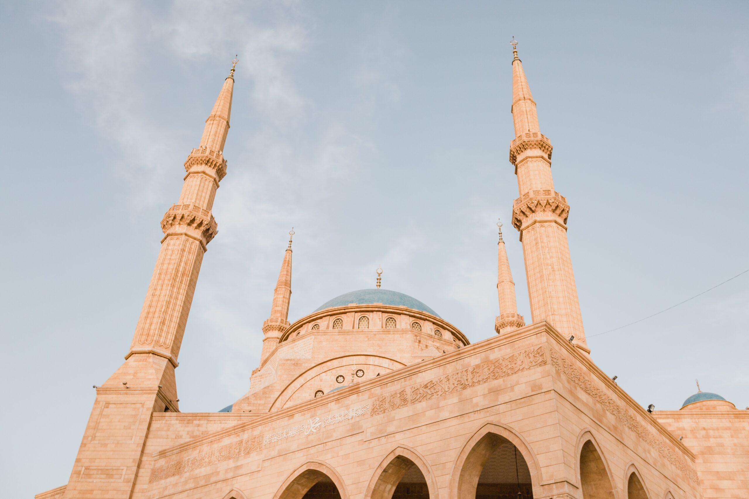 Mečetės kupolas ir minaretai.