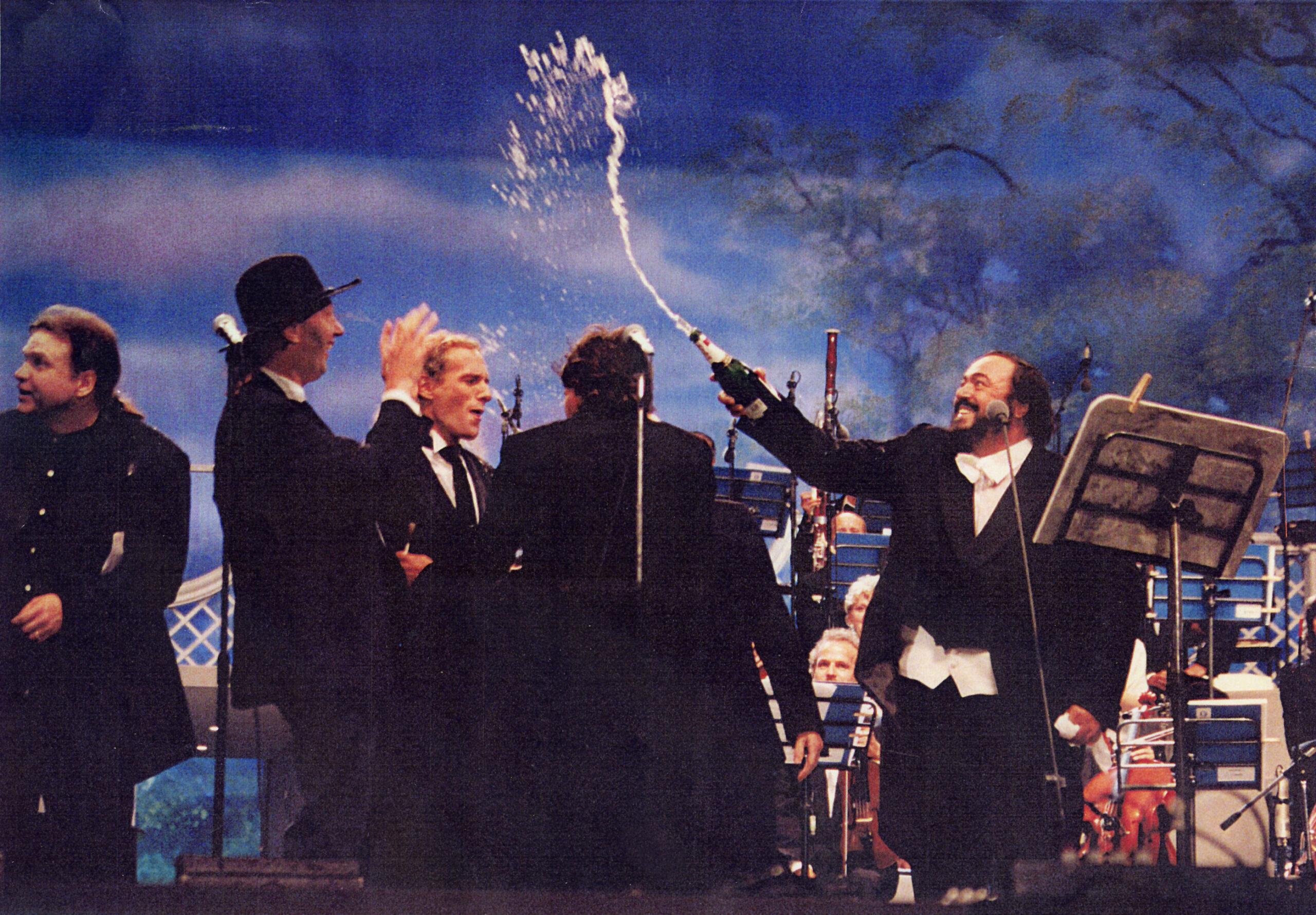 Nenadas Bachas koncerte su Pavarotti.