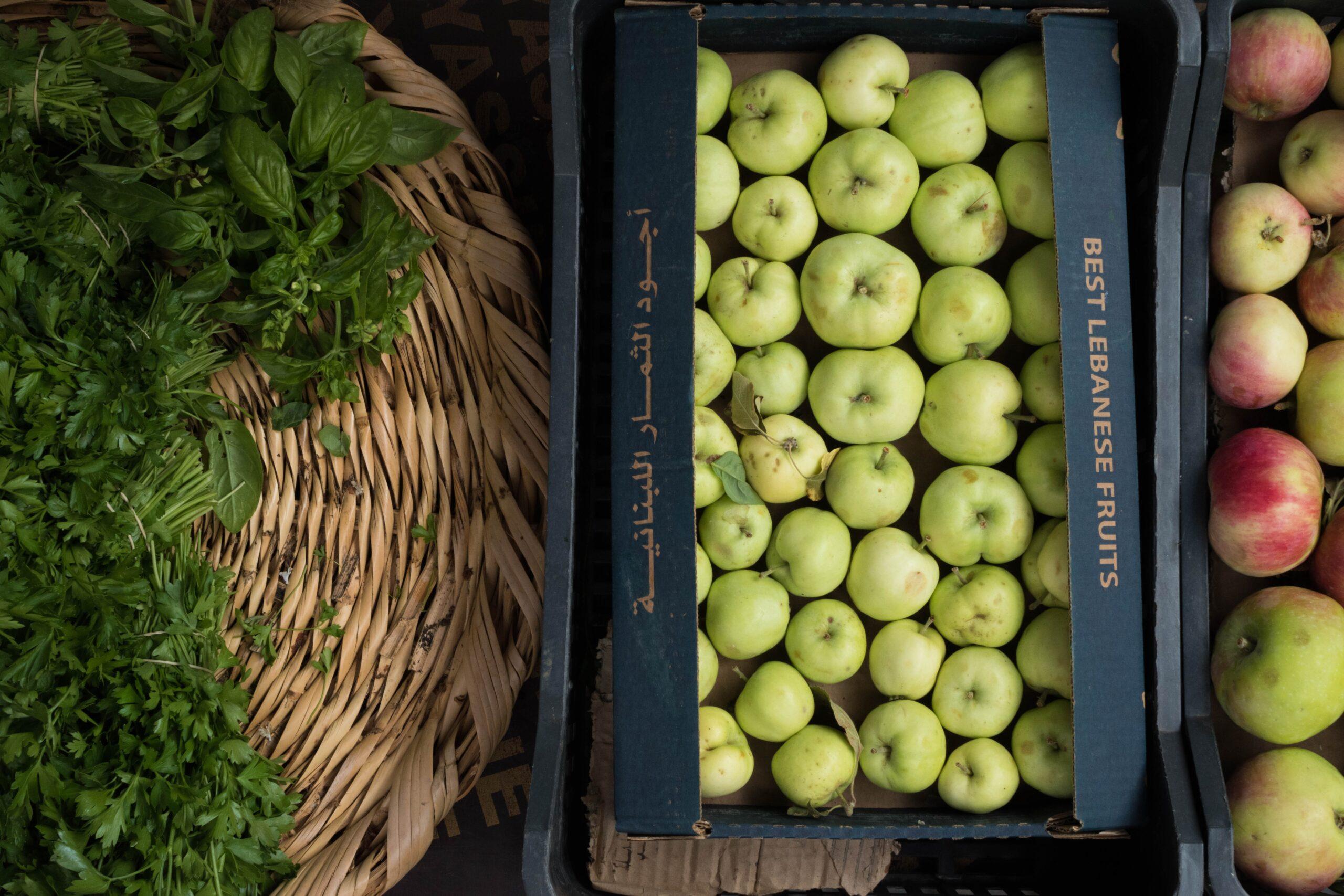 Obuoliai dėžėse.