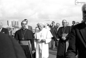 Stovi grupė dvasininkų.