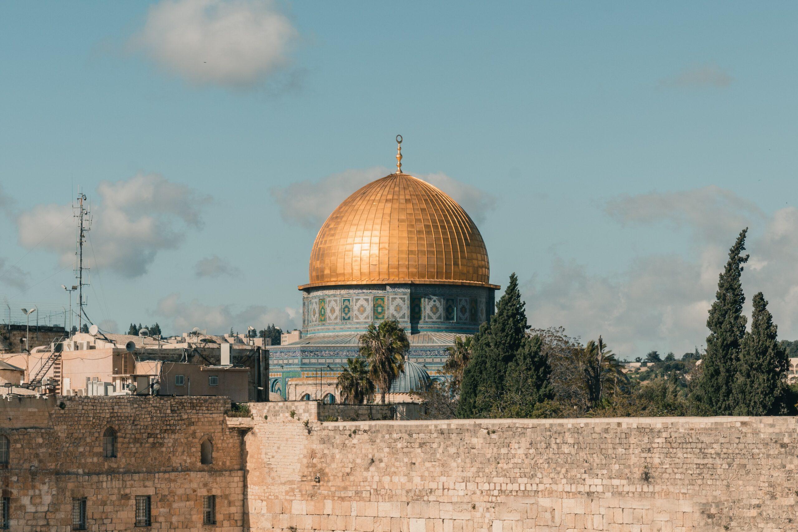 Sinagoga ir panorama.